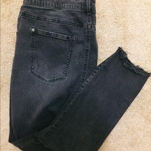 🔥Forever 21 Plus distressed black skinny jeans